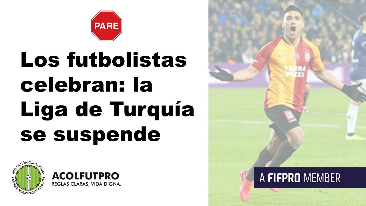 Los futbolistas de la Superliga de Turquía celebran la suspensión de la competición